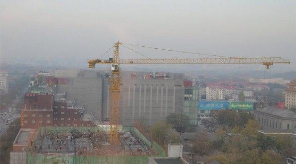 Pekin şehrinde Cumartesi sabahı saat 7'de çalışan işçiler